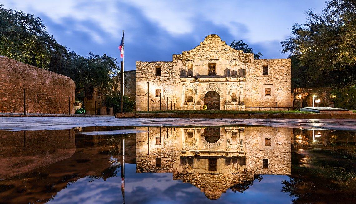 The Alamo at night in San Antonio Texas