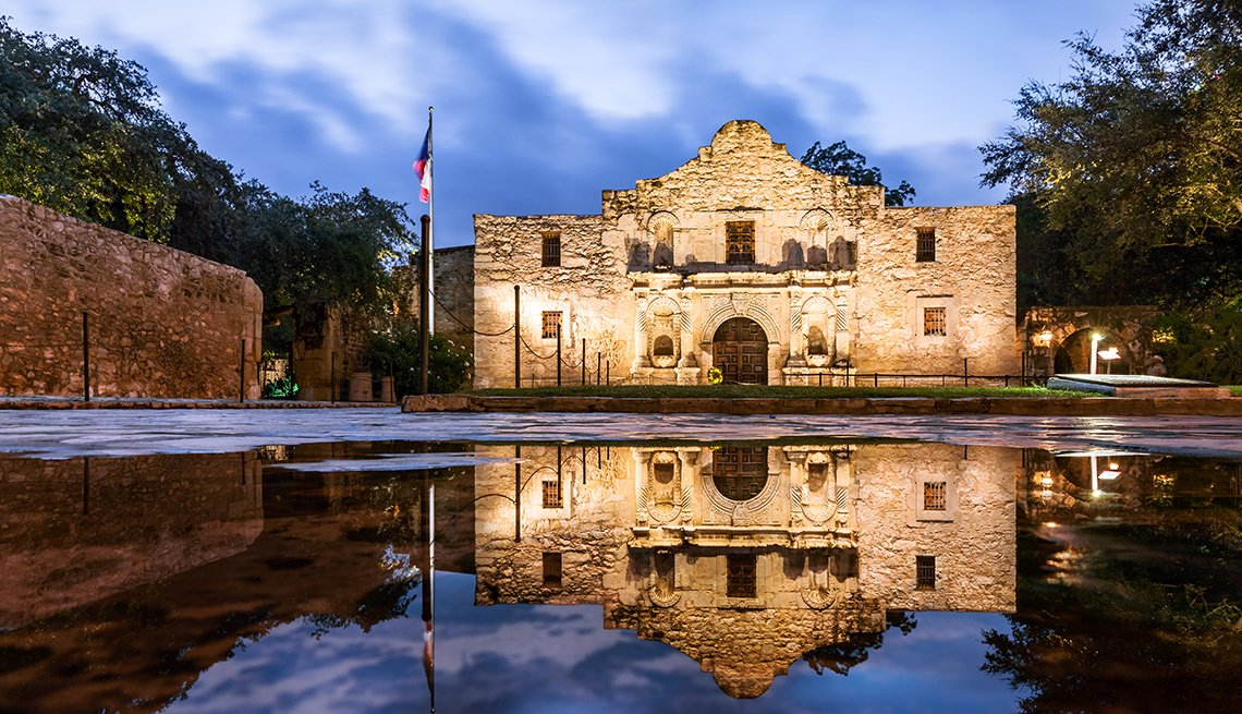 The Alamo at night in San Antonio Texas
