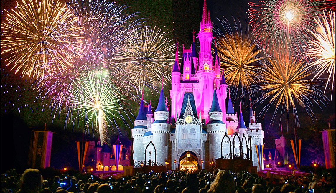 item 11 of Gallery image - Fuegos artificiales en Magic Kingdom, FL.