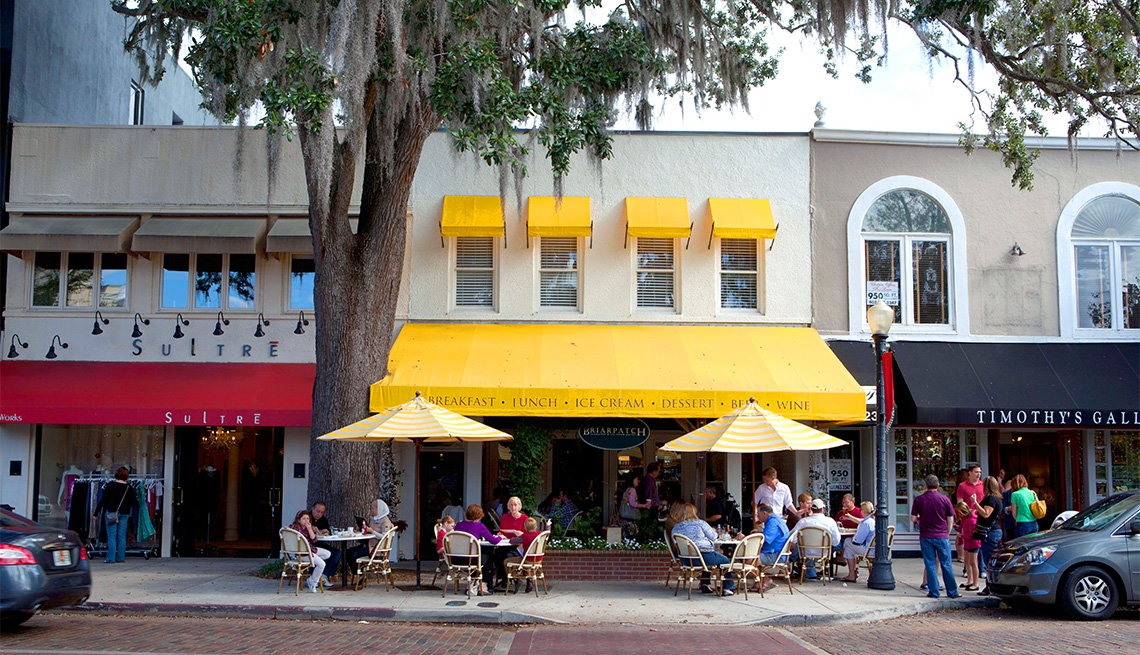 item 1 of Gallery image - Winter Park street en Orlando, Florida.