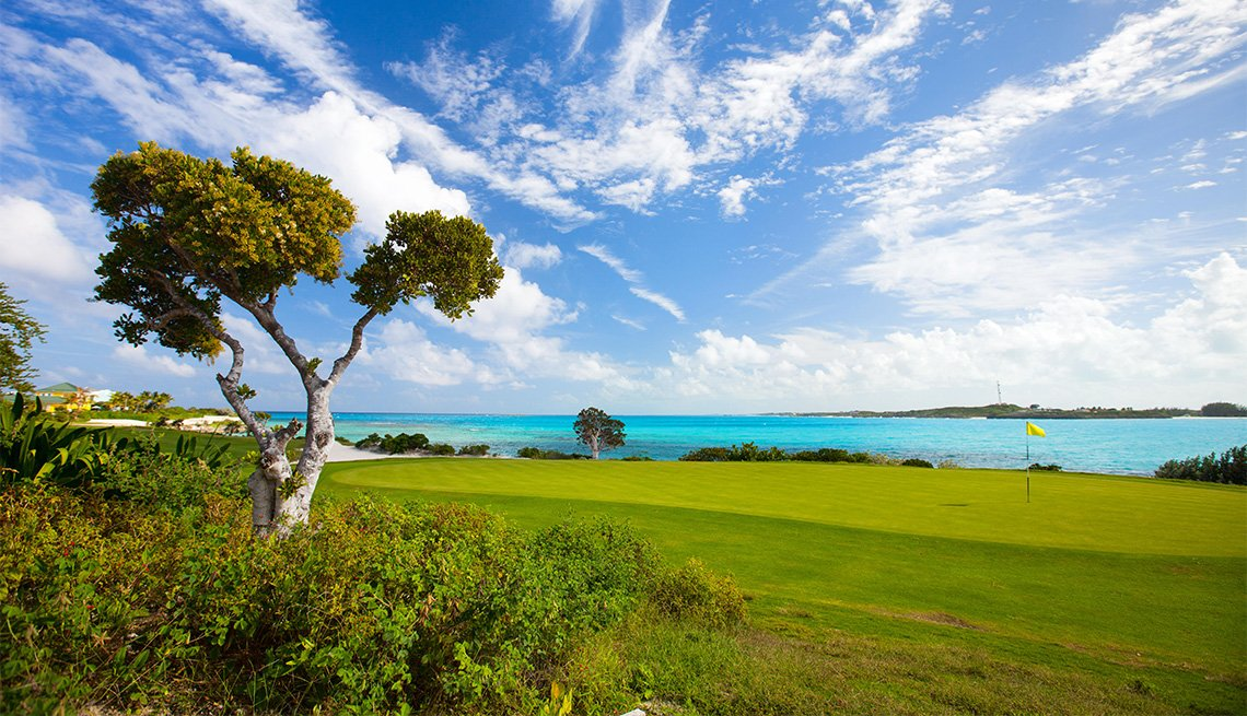 item 9 of Gallery image - Golf course in Bahamas