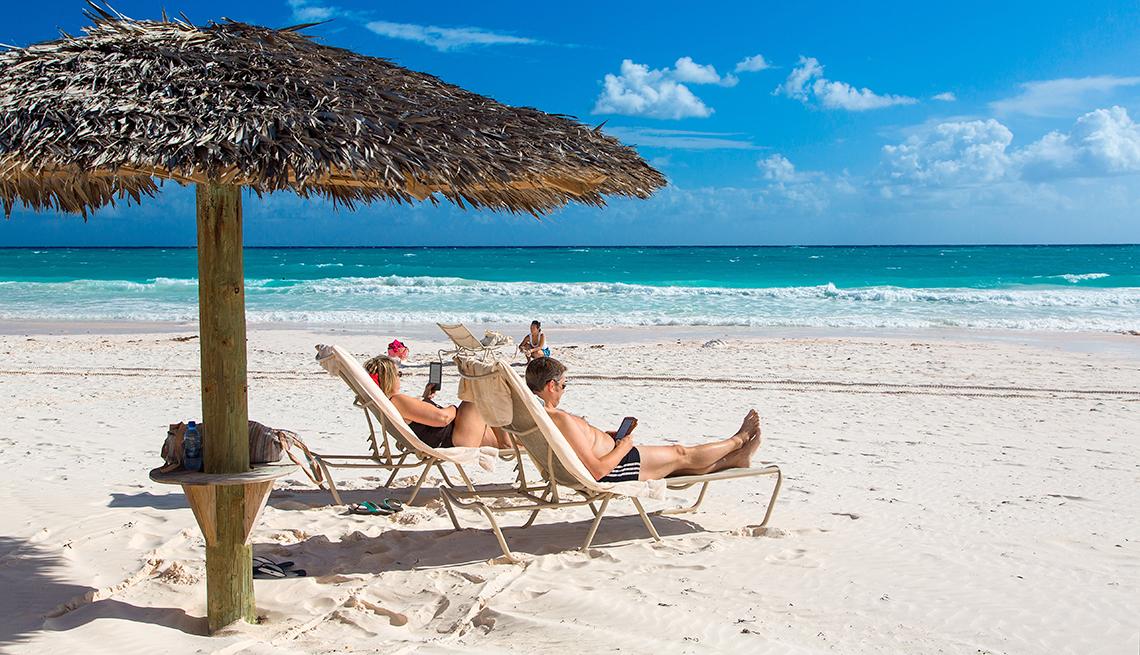 Bahamas, Harbor Island, Pink Sands beach