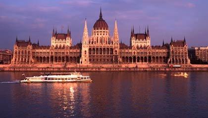 Cruceros en los rios: Un crucero en la cuidad de Budapest, Hungria