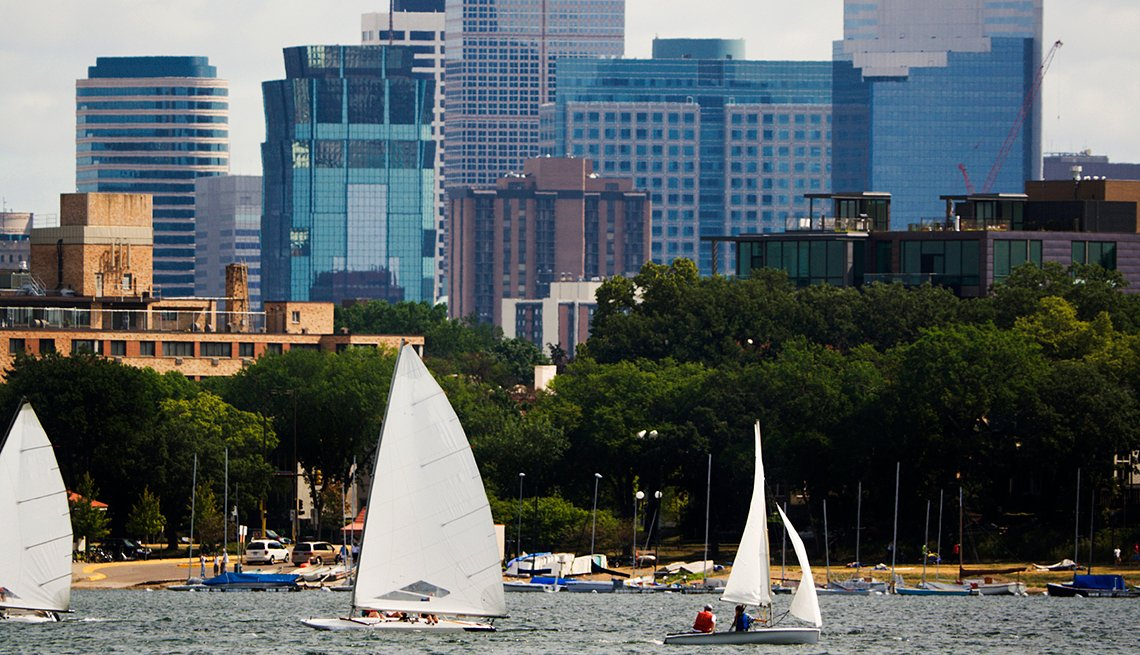 Sailboats on Lake Calhoun, cities for outdoor fun