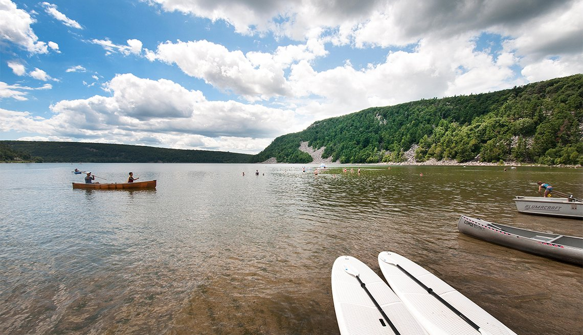 Watercraft float across the water of Devil's Lake State Park
