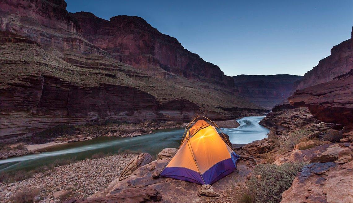 item 3 of Gallery image - Tiendas de campaña sobre el campamento Blacktail a lo largo del río Colorado