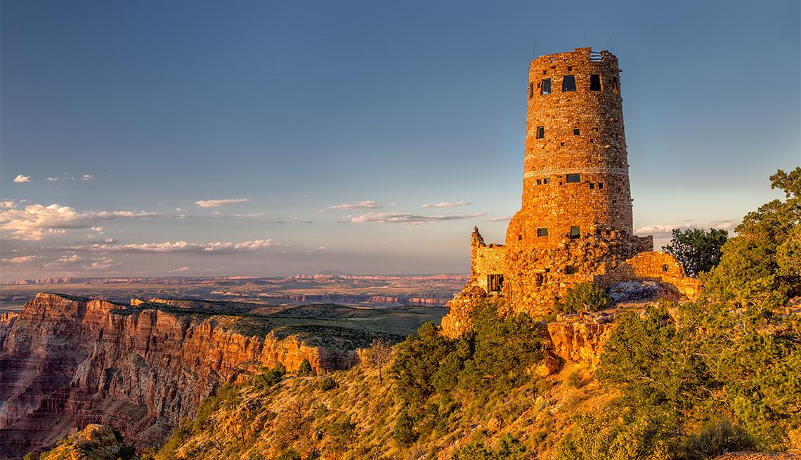 item 8 of Gallery image - Torre, observatorio en el Gran Cañón a lo largo del borde sur