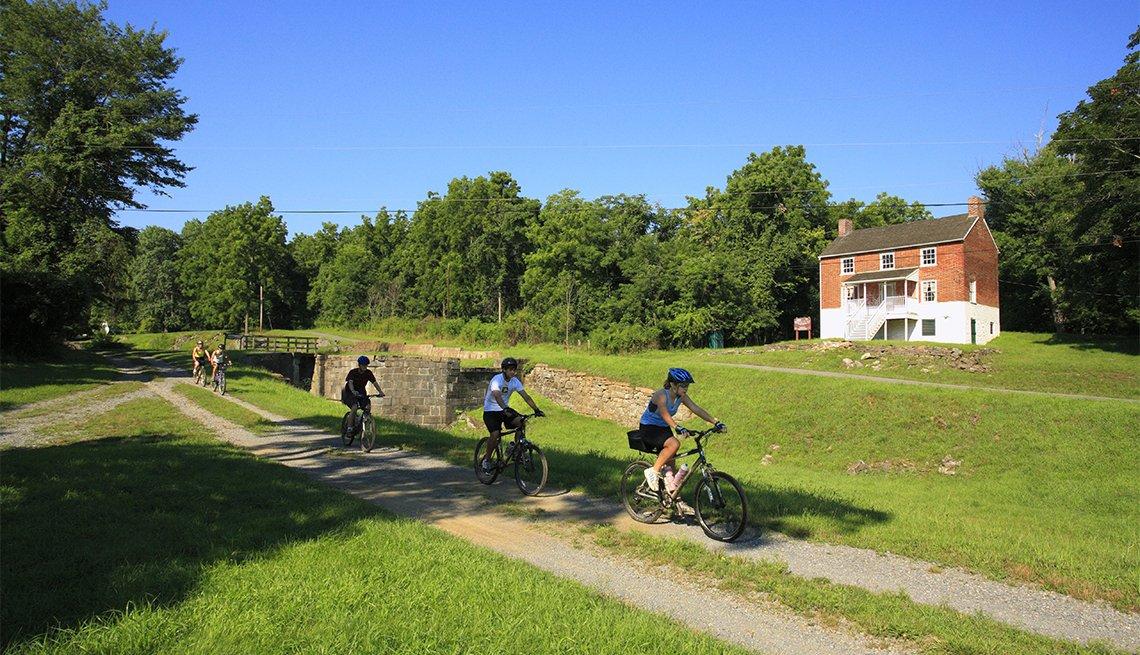 Ciclistas pasean en Four Locks