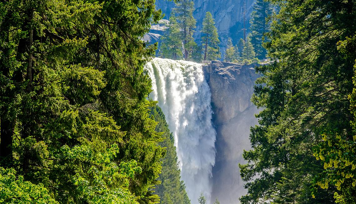 item 2 of Gallery image - Vernal Fall en el Parque Nacional Yosemite