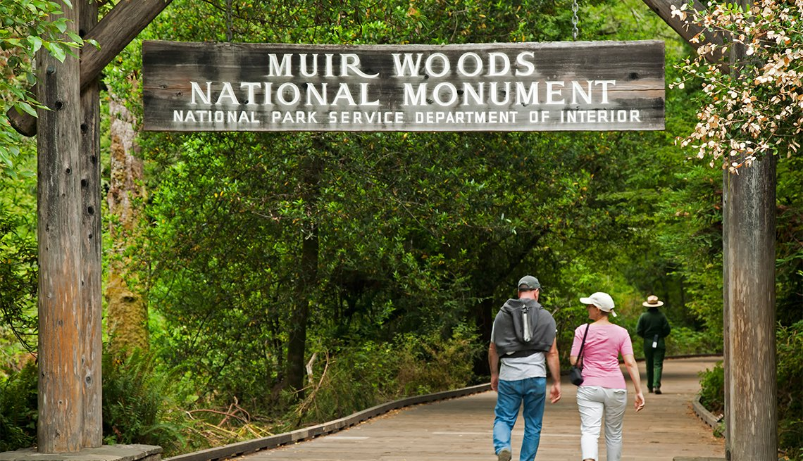 People at entrance to Muir Woods National Monument