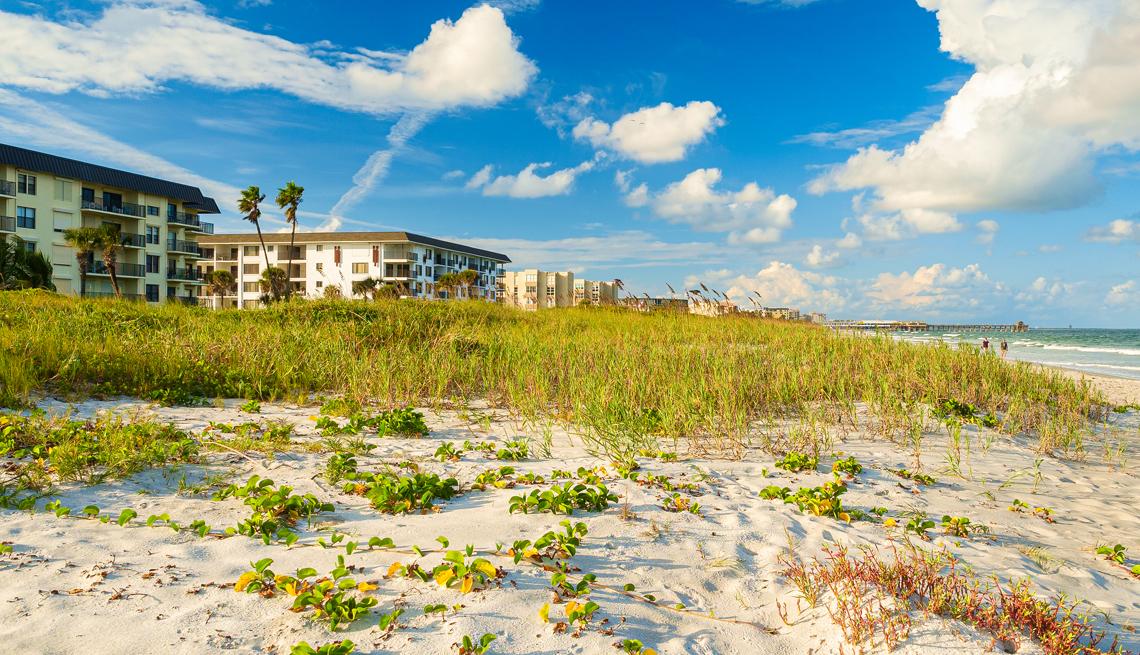 Edificios en la playa de Cocoa Beach Florida