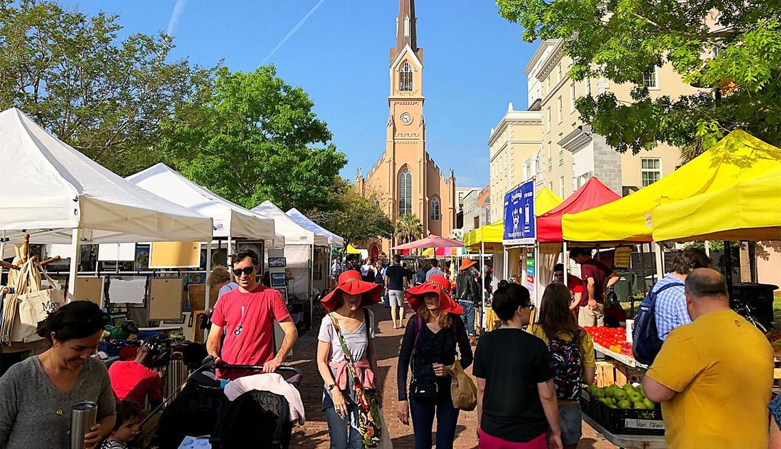 item 9 of Gallery image - Mercado popular en Charleston