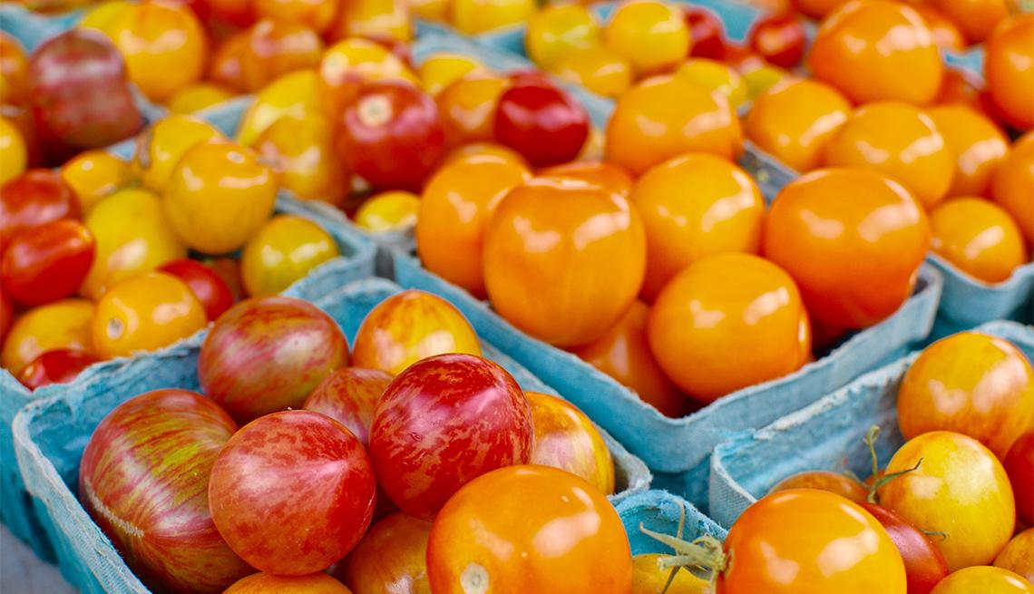 item 6 of Gallery image - Productos expuestos en un mercado agrícola