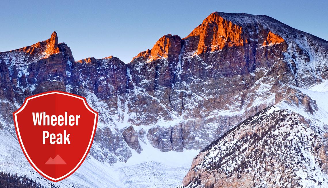 item 8 of Gallery image - Luz de la madrugada brilla en la cima de una montaña nevada