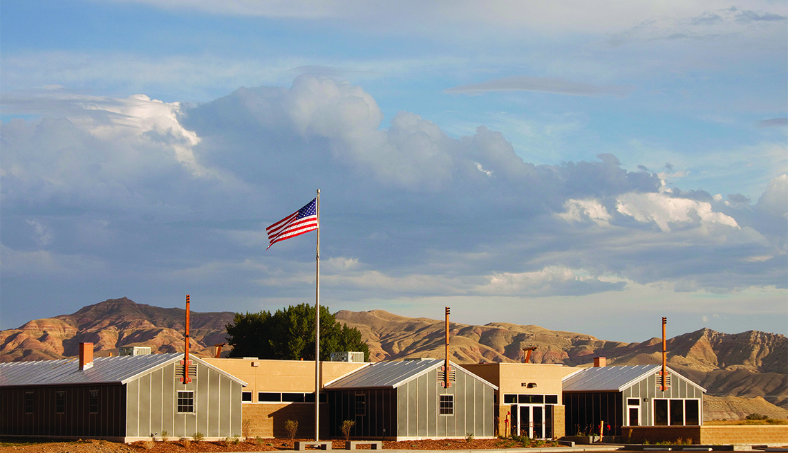 Panorámica del Centro de Aprendizaje Interpretativo de Heart Mountain en las afueras de Cody, Wyoming