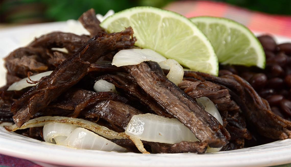 item 8 of Gallery image - Vaca Frita, un plato cubano clásico de carne de res guisada