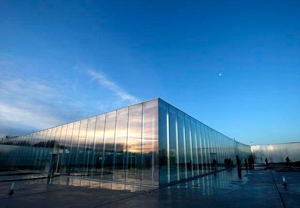 Museo del Louvre en Paris, Francia - 10 ideas de moda para sus vacaciones