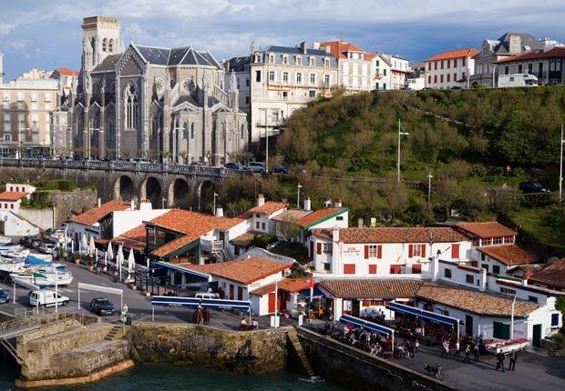 El puerto de Biarritz y la iglesia St. Eugenie - Imágenes del país Vasco