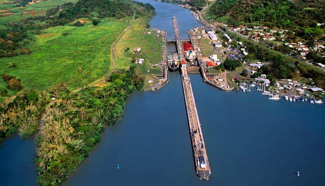 item 1 of Gallery image - Vista aérea del Canal de Panamá, 10 hechos inusuales sobre el Canal de Panamá