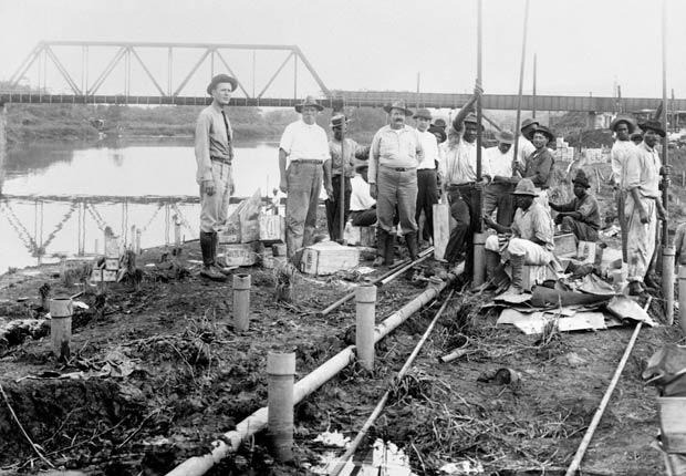 Los trabajadores durante la construcción del Corte Culebra, 10 hechos inusuales sobre el Canal de Panamá