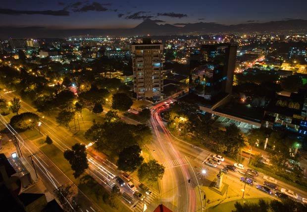 Zona 10 de Guatemala en la noche, Guatemala - Lugares para visitar en Guatemala