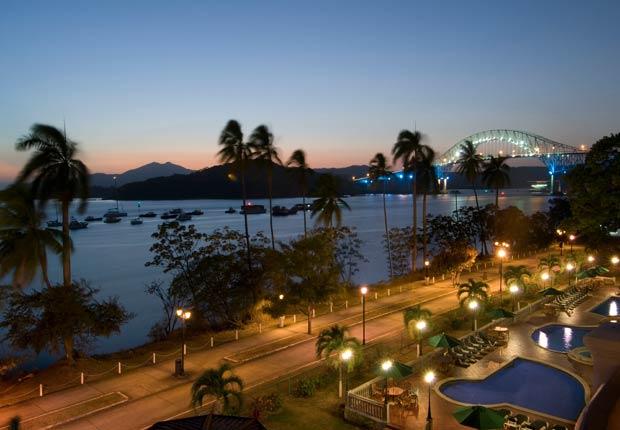 Atradecer en la Calzada de Amador, Cuidad de Panamá , 10 lugares para visitar en Panamá