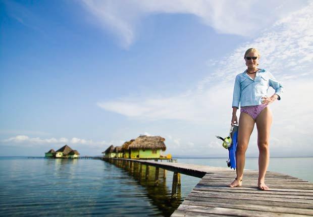 Mujer con equipo de buceo en Bocas del Toro, 10 lugares para visitar en Panamá