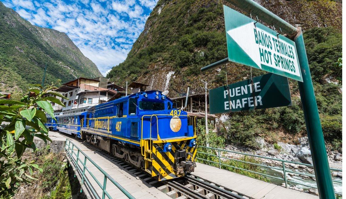Perurail train in El Valle Sagrado, Captivating Peru: Inca Trails, Beaches and Gastronomy