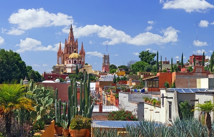 The Parroquia from Calle Aldama