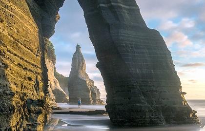 Experiencias únicas para viajar este año - Arco de rocas en la costa, Nueva Zelanda
