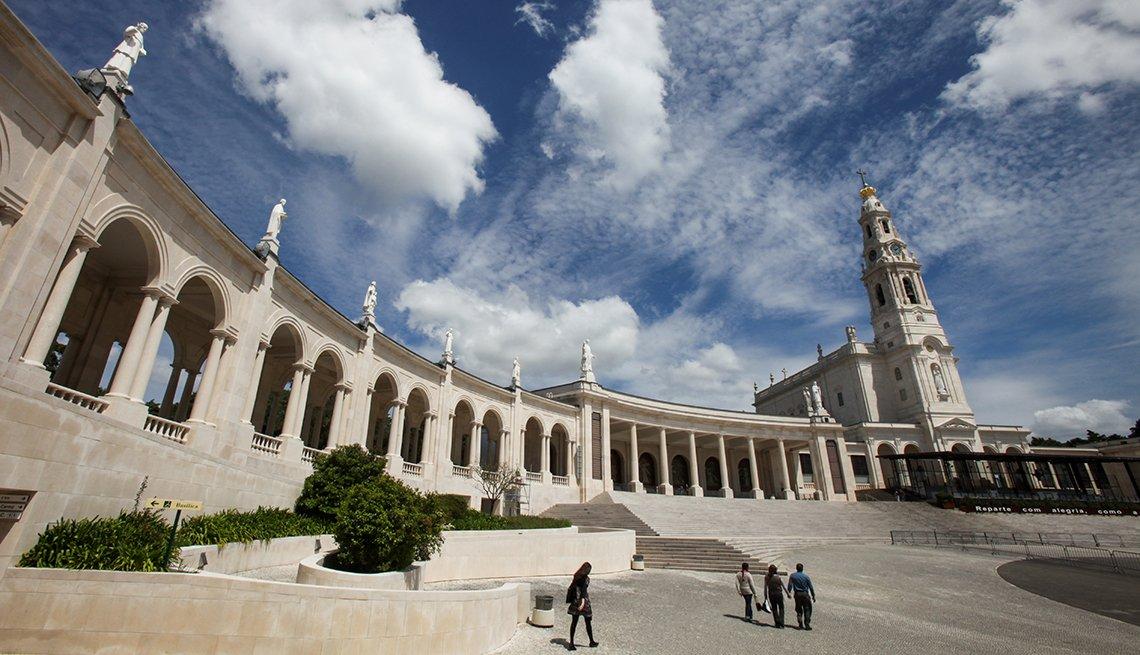 Emblemas del Santuario de Nuestra Señora del Rosario de Fátima - Colonnade