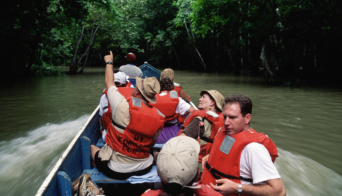 Group, of, tourists, explore, the, Darien, Jungle