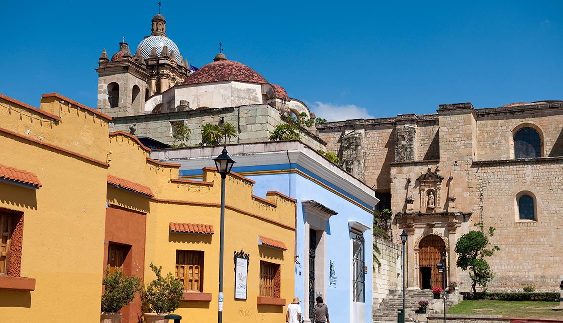 street, scene, with, iglesia, de, santo, domingo