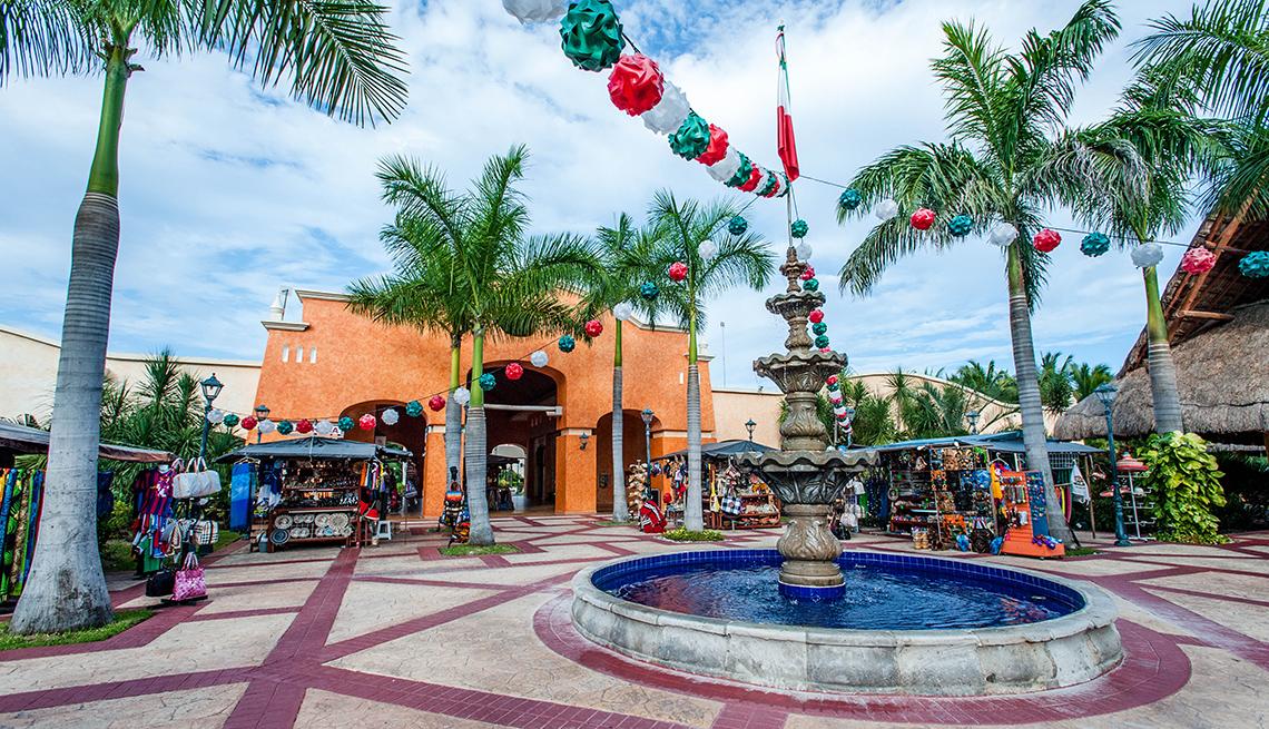 Main Square Near The Barcelo Maya, All Inclusive Mexican Resorts