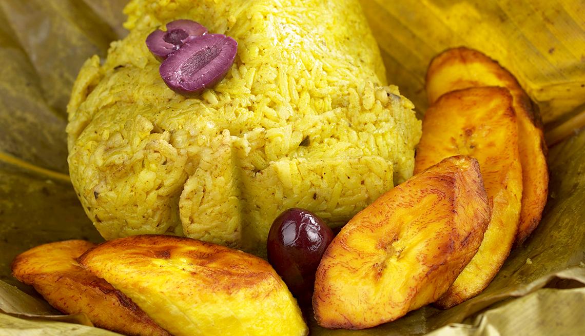 item 11 of Gallery image - Juane servido, acompañado de tajadas de plátano.