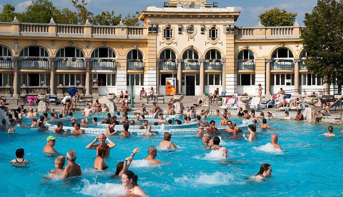 Baños de Szechenyi en Budapest, capital de Hungría.