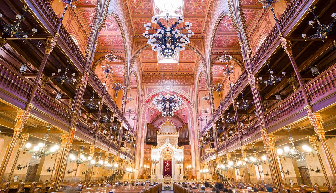 Interior of the Great Synagogue in Dohany Street