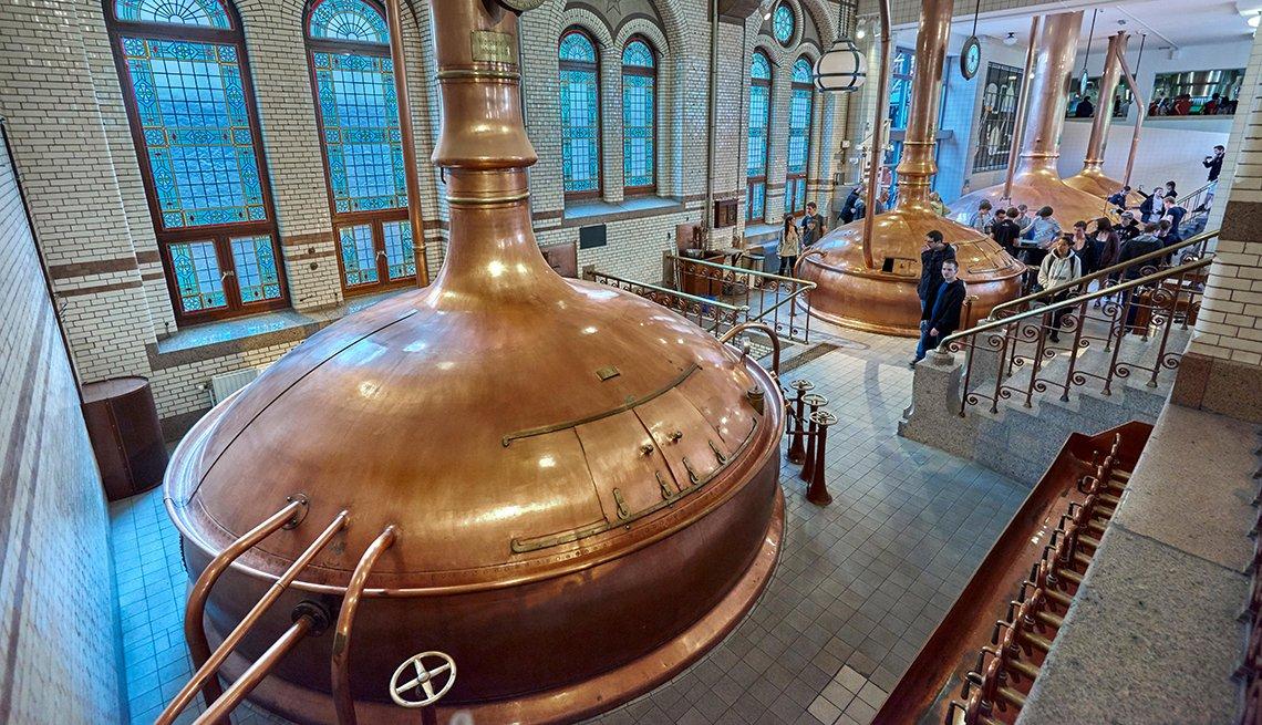 The Heineken Experience, ubicada en Amsterdam, es una cervecería histórica y centro de visitantes corporativos.