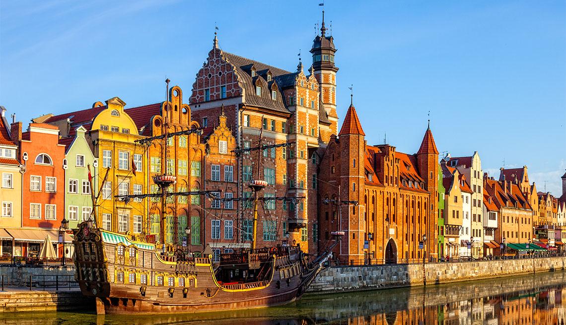 item 4 of Gallery image - Edificios coloridos a lo largo de la orilla del río Gdansk, Polonia