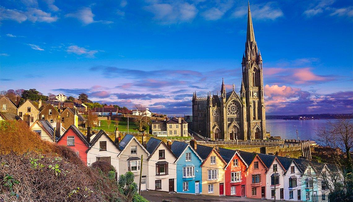 Panorámica de Cobh en el condado de Cork, Irlanda