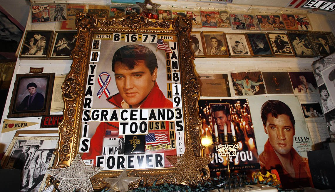 Exhibit Showing Off Photos Of Singer And Celebrity Elvis Presley At Graceland Museum In Mississippi, Roadside Attractions