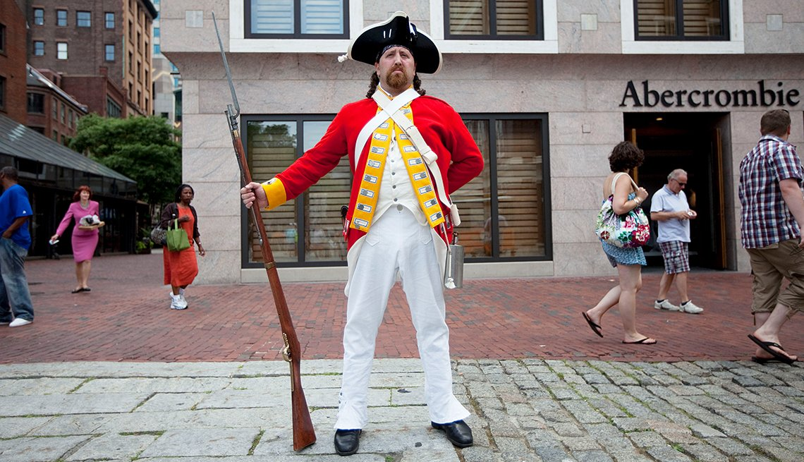 Re-enactor with Freedom Trail of Boston, Josh Rudy at Quincy Market, Historic Walks and Trails in America, Travel