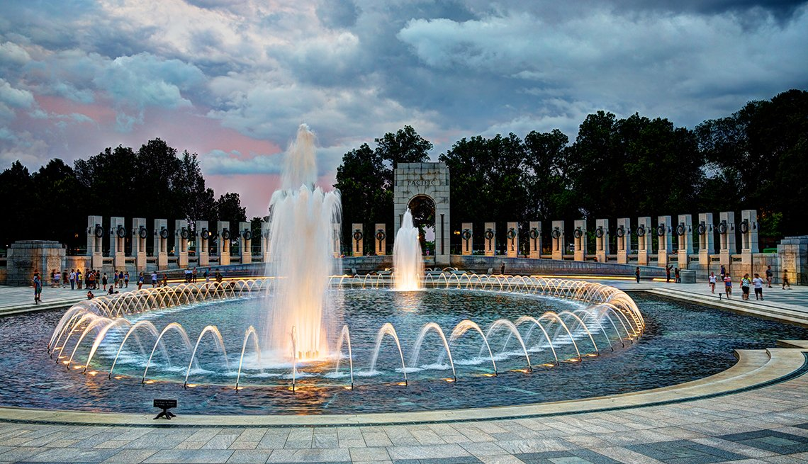 Fountain at Sunset, World War II Memorial