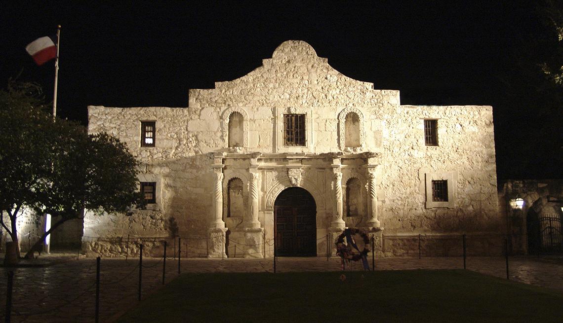 item 9 of Gallery image - Floodlights Alamo Night, Texas Mission, Budget U.S. Trips