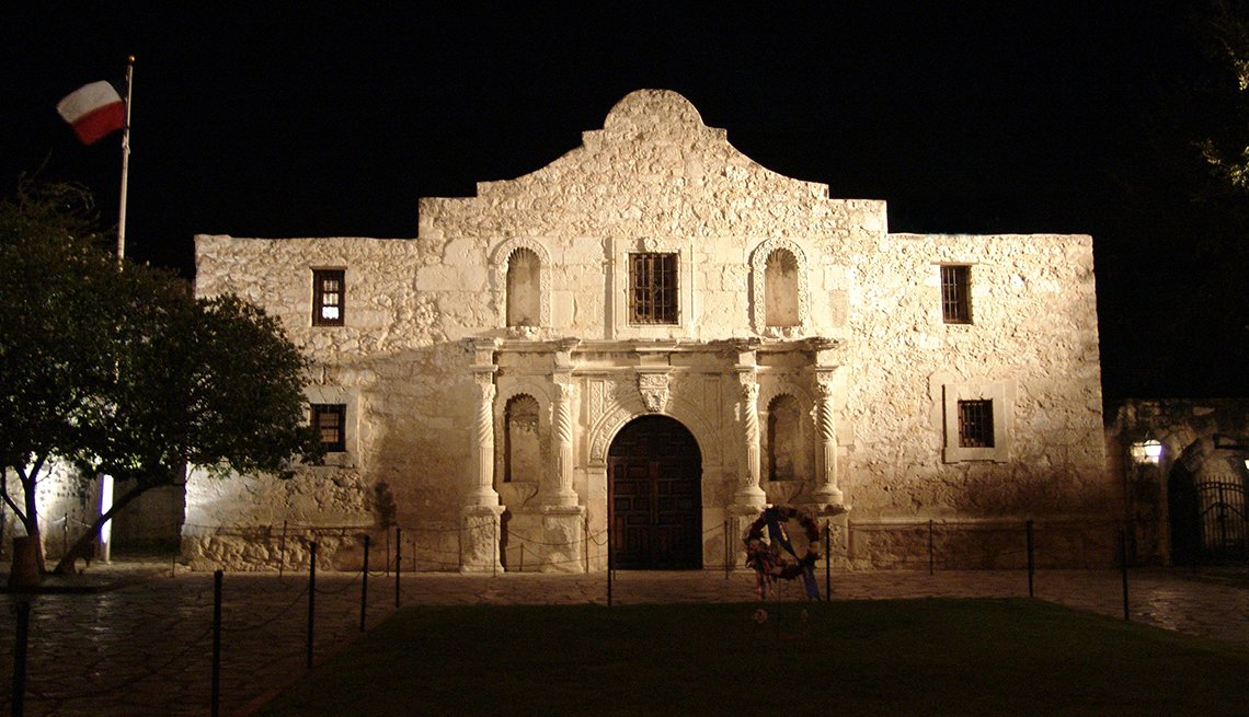 item 9 of Gallery image - Floodlights Alamo Night, Texas Mission, Budget U.S. Trips