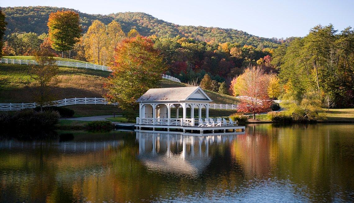 Lakeside Cabin, Blackberry Farm, Walland, Tennessee, Samantha Brown's Top Picks for Fall Foliage