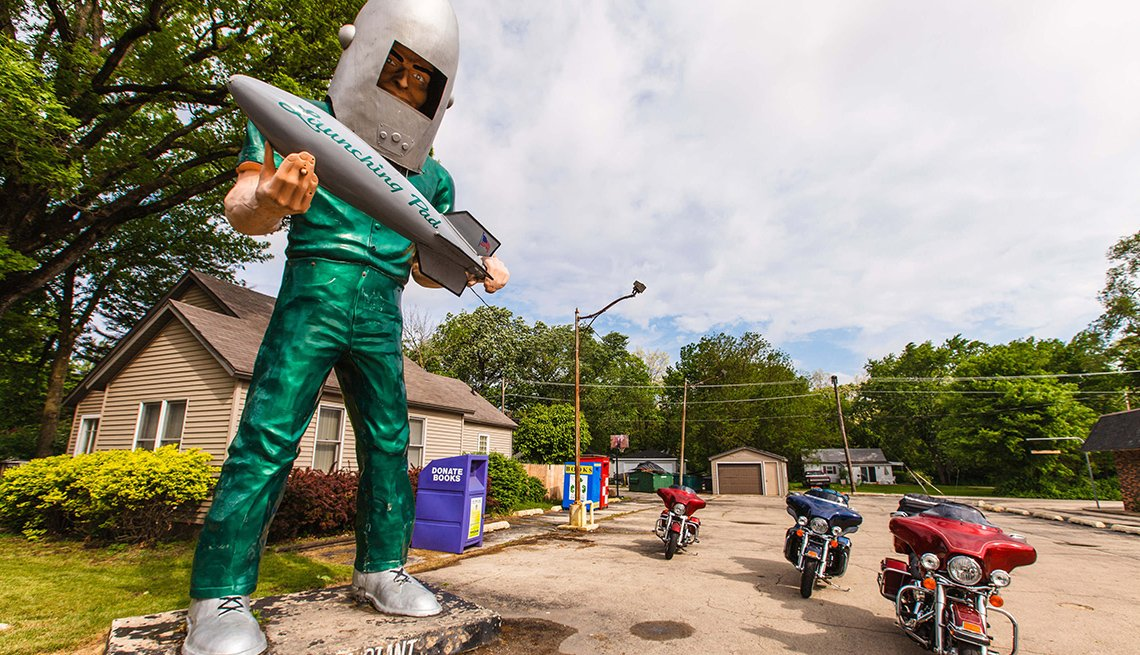 Gemini Giant, Motorcycles, Wilmlngton, Look Out for Muffler Men