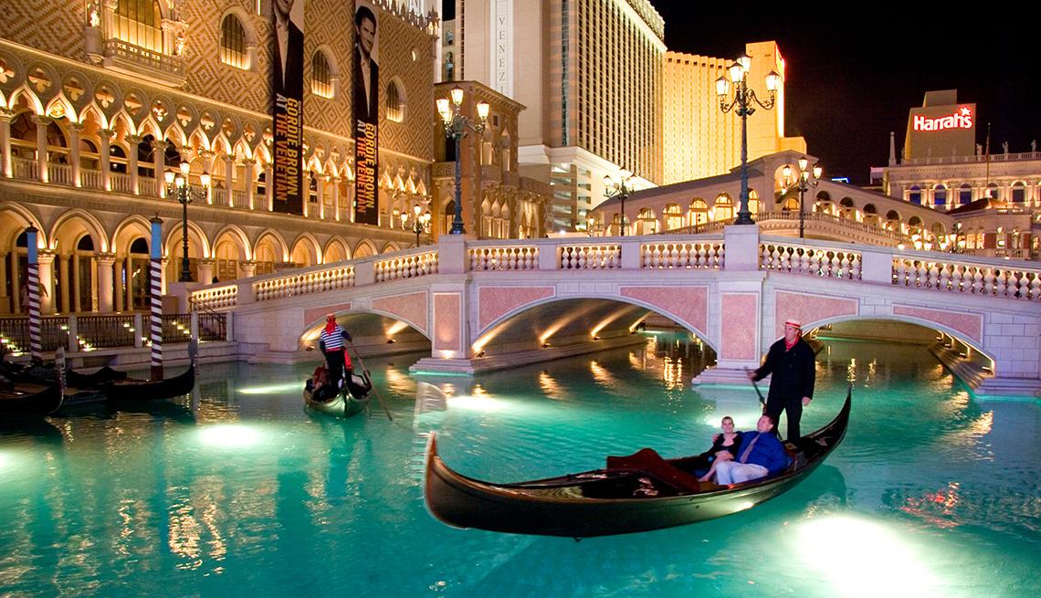 item 1 of Gallery image - Gondolier Canal, Venetian Bridge, Las Vegas, Budget U.S. Trips