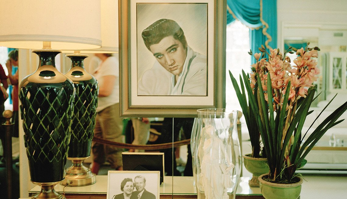 Interior Of Elvis Presley's Home Graceland In Memphis Tenesse, Iconic Private Homes