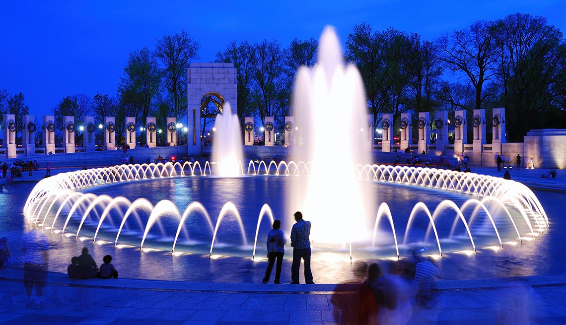 Visitors at World War II Memorial fountain, Washington, D.C., Memorial Day Historic Sites